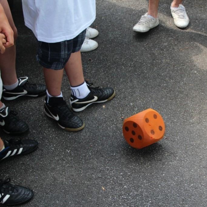Würfeln der Fair-Play-Regeln vor dem Spiel